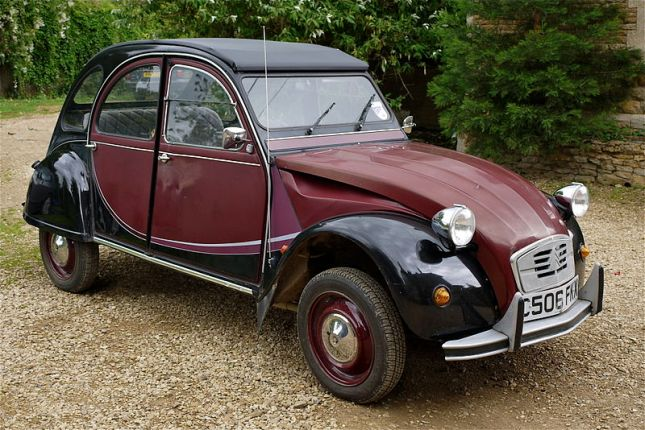 800px-Citroen_2CV_-_Flickr_-_mick_-_Lumix